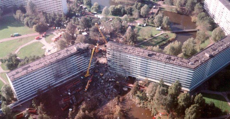 поврежденный дом от упавшего самолета