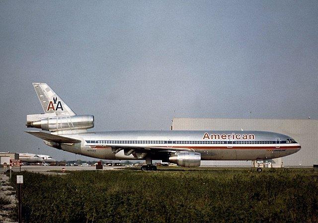 Самолет DC-10